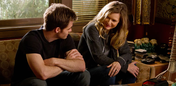 Chris Pine and Michelle Pfeiffer in People Like Us
