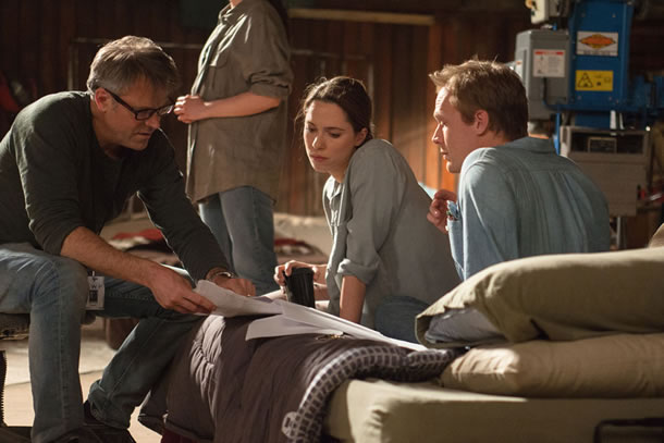 Wally Pfister, Rebecca Hall and Paul Bettany on the set of Transcendence