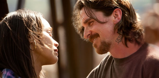 Zoe Saldana and Christian Bale in Out of the Furnace