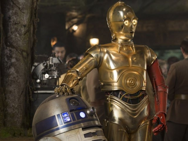 C-3PO returns with Anthony Daniels a big part of the Star Wars: The Force Awakens cast.