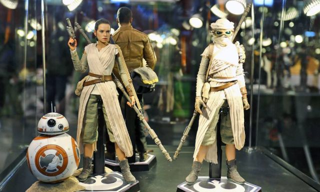 Star Wars: The Force Awakens Hot Toys Including Rey, Finn and BB-8!