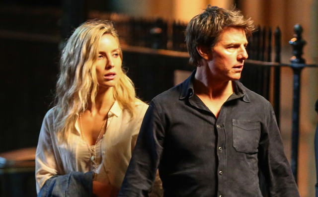 First Photos of Tom Cruise on The Mummy Set!