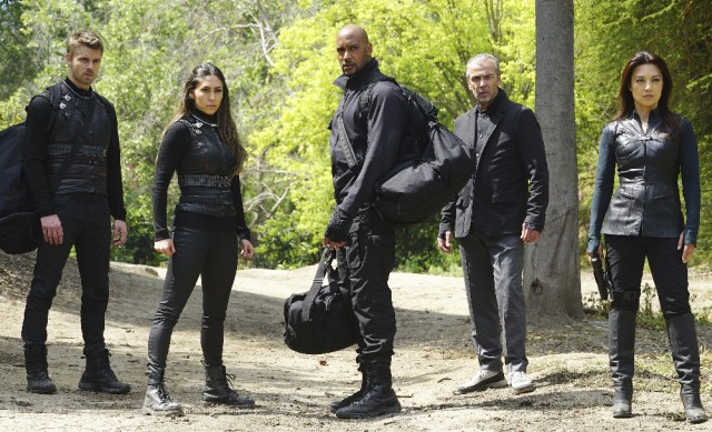 First Photos from Marvel's Agents of SHIELD Season 3 Finale