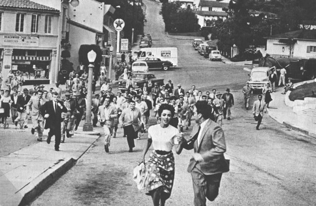 invasion-of-the-body-snatchers-the-township-chase1
