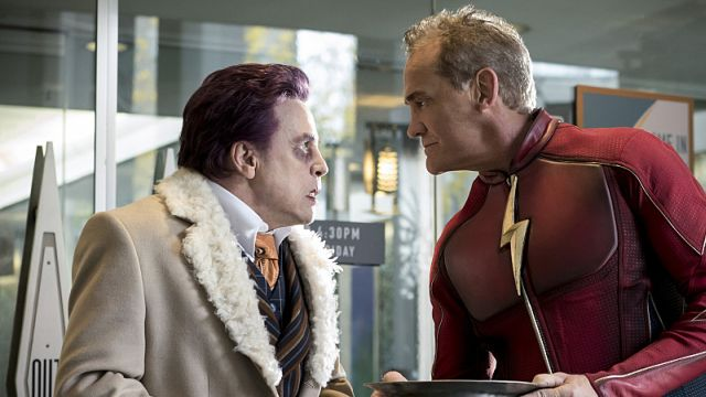 Mark Hamill is The Trickster of Earth-3 in The Flash Midseason Finale Clip