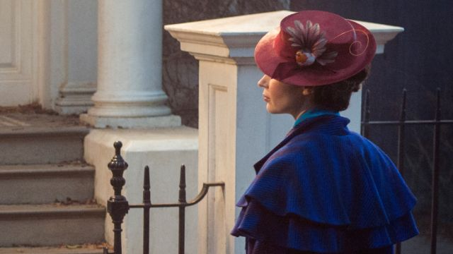 First Look at Emily Blunt as Mary Poppins!