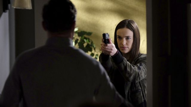 Agents of SHIELD Promo: Daisy and Simmons Fight to Get Out of the Framework