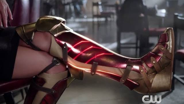 Why is Supergirl wearing Wonder Woman's boots?