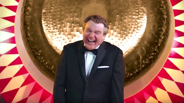 Mike Meyers Hosts The Gong Show as a British Man in New Trailer