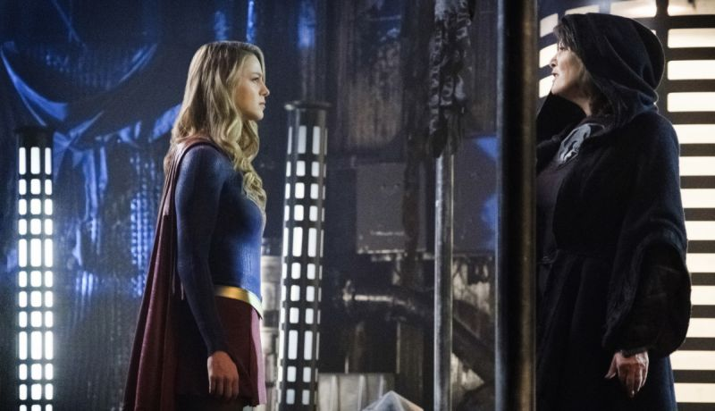 Supergirl Attacks Fort Rozz in New Episode Photos