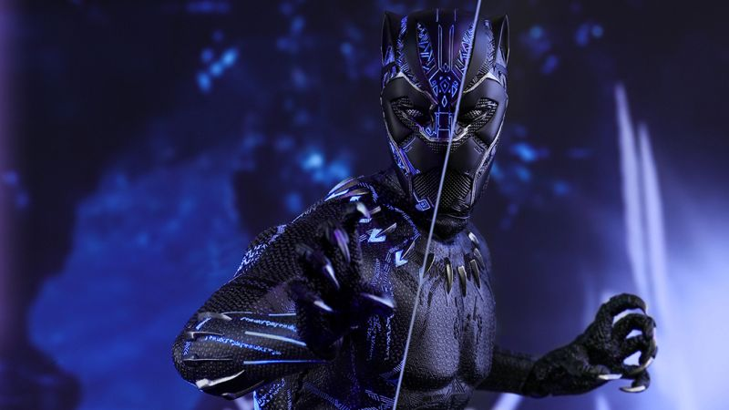The Black Panther Hot Toy Steps Into the Spotlight