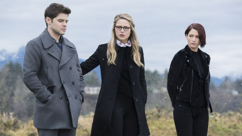 New Supergirl Photos Tease the Show's Return