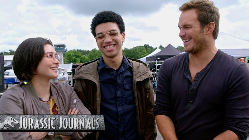 Chris Pratt Interviews Jurassic World: Fallen Kingdom Stars