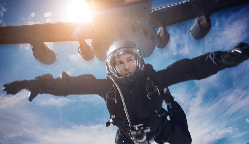 Tom Cruise Performs Actual HALO Jump in Mission