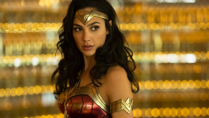 Gal Gadot & Chris Pine Team Up in New Wonder Woman 1984 Set Photos