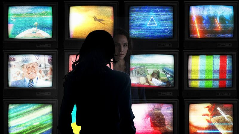 First Look at Wonder Woman 1984 Released, Chris Pine to Return!