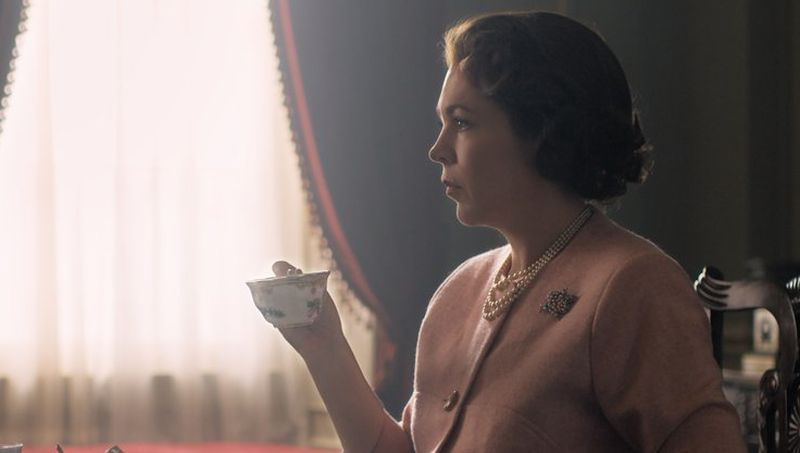 First Photo of Olivia Colman as Queen Elizabeth II in The Crown Debuts