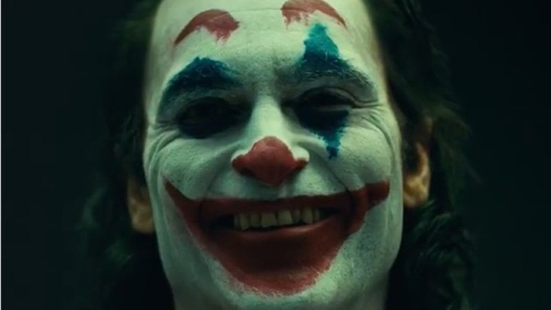 Here's our first look at Joaquin Phoenix's Joker in full make-up