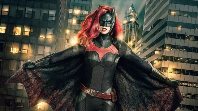 New Elseworlds Crossover Photo Reveals Batwoman in Action