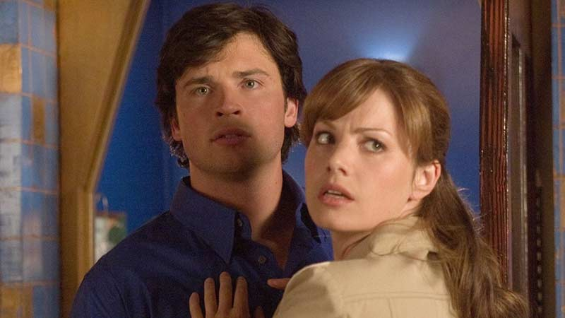 Smallville's Erica Durance Reprising Lois Lane Role for Arrowverse Crossover!