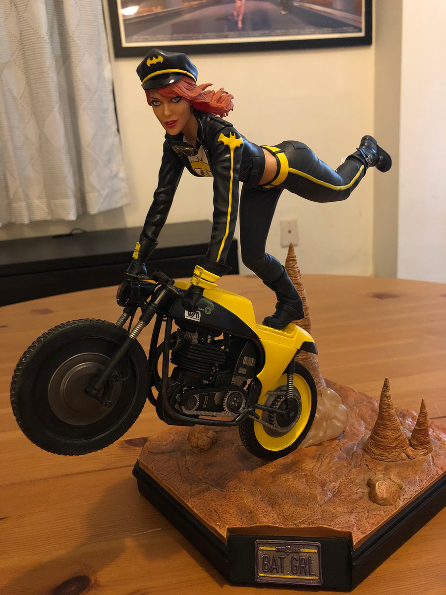 DC Collectibles Gotham City Garage Batgirl Statue