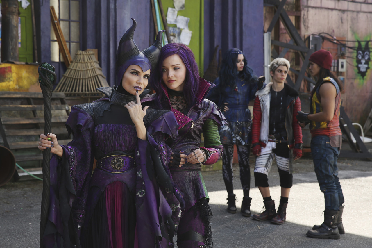 ursula daughter is teased in the first descendants 2 promo. Black Bedroom Furniture Sets. Home Design Ideas