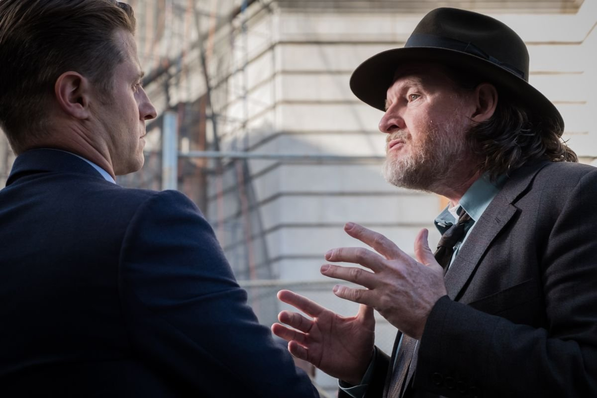 """GOTHAM: L-R: Ben McKenzie and Donal Logue in the """"A Dark Knight: A Day in the Narrows"""" episode of GOTHAM airing Thursday, Nov. 2 (8:00-9:01 PM ET/PT) on FOX. ©2017 Fox Broadcasting Co. Cr: Jeff Neumann/FOX"""