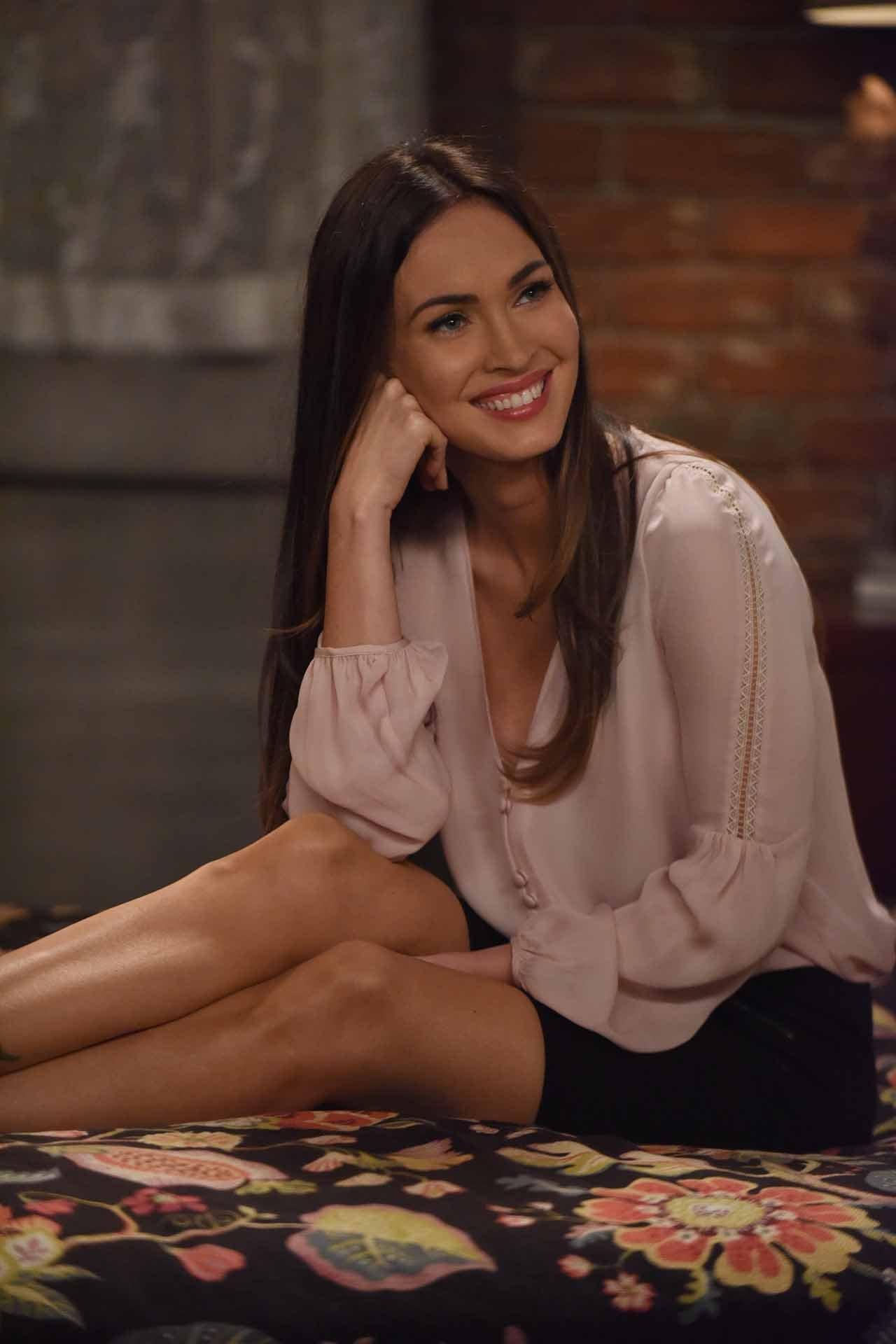 "NEW GIRL: Guest star Megan Fox in the ""Reagan"" episode of NEW GIRL airing Tuesday, Feb. 9 (8:00-8:30 PM ET/PT) on FOX. ©2016 Fox Broadcasting Co. Cr: Ray Mickshaw/FOX"