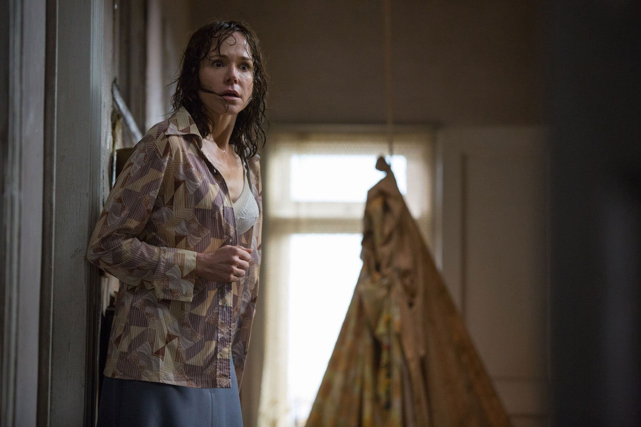 Conjuring 2 Photos Check Out 40 Stills From The Horror Sequel