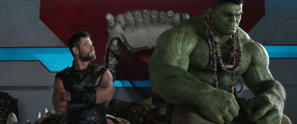 Marvel Studios' THOR: RAGNAROKL to R: Thor (Chris Hemsworth) and Hulk (Mark Ruffalo)Ph: Film Frame©Marvel Studios 2017